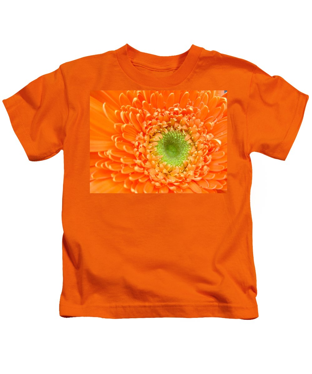Gerbera Photographs Kids T-Shirt featuring the photograph 1819c by Kimberlie Gerner