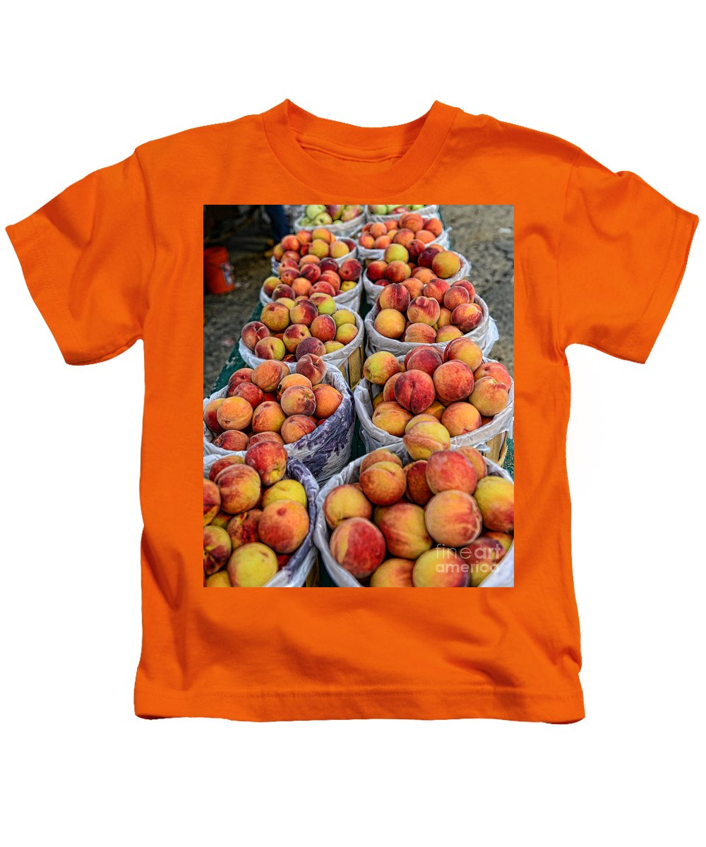 Food - Peaches In Baskets Kids T-Shirt featuring the photograph Food - Harvested Peaches by Paul Ward
