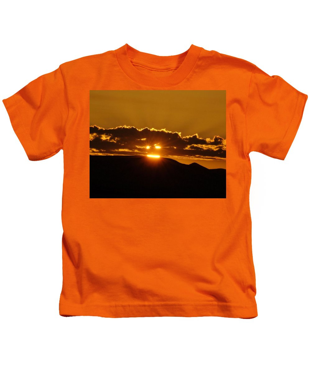 Sunrise Kids T-Shirt featuring the photograph A Face In The Sunrise by Jeff Swan