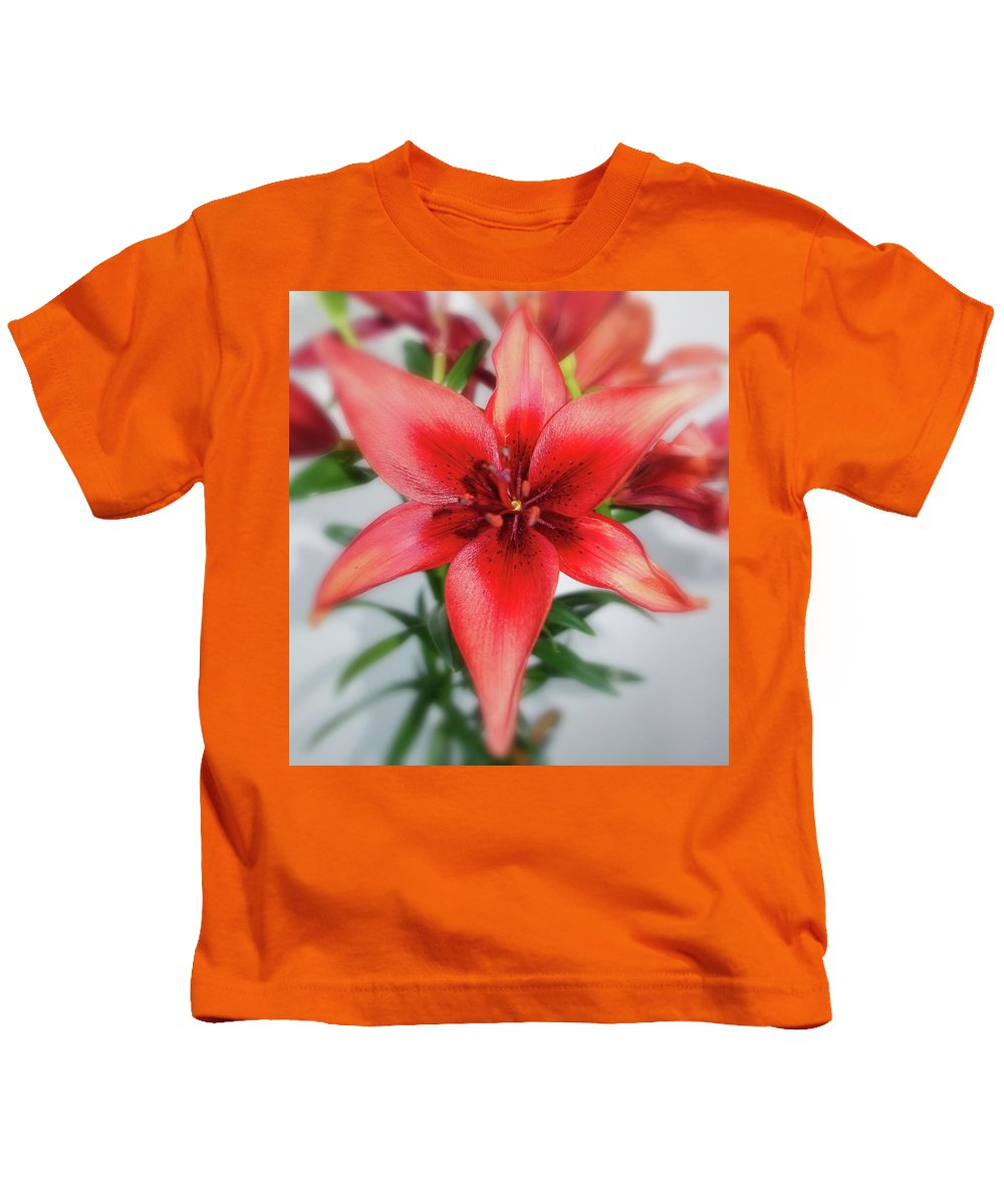 Amaryllis Kids T-Shirt featuring the photograph Amaryllis In Fading by Solomon Barroa