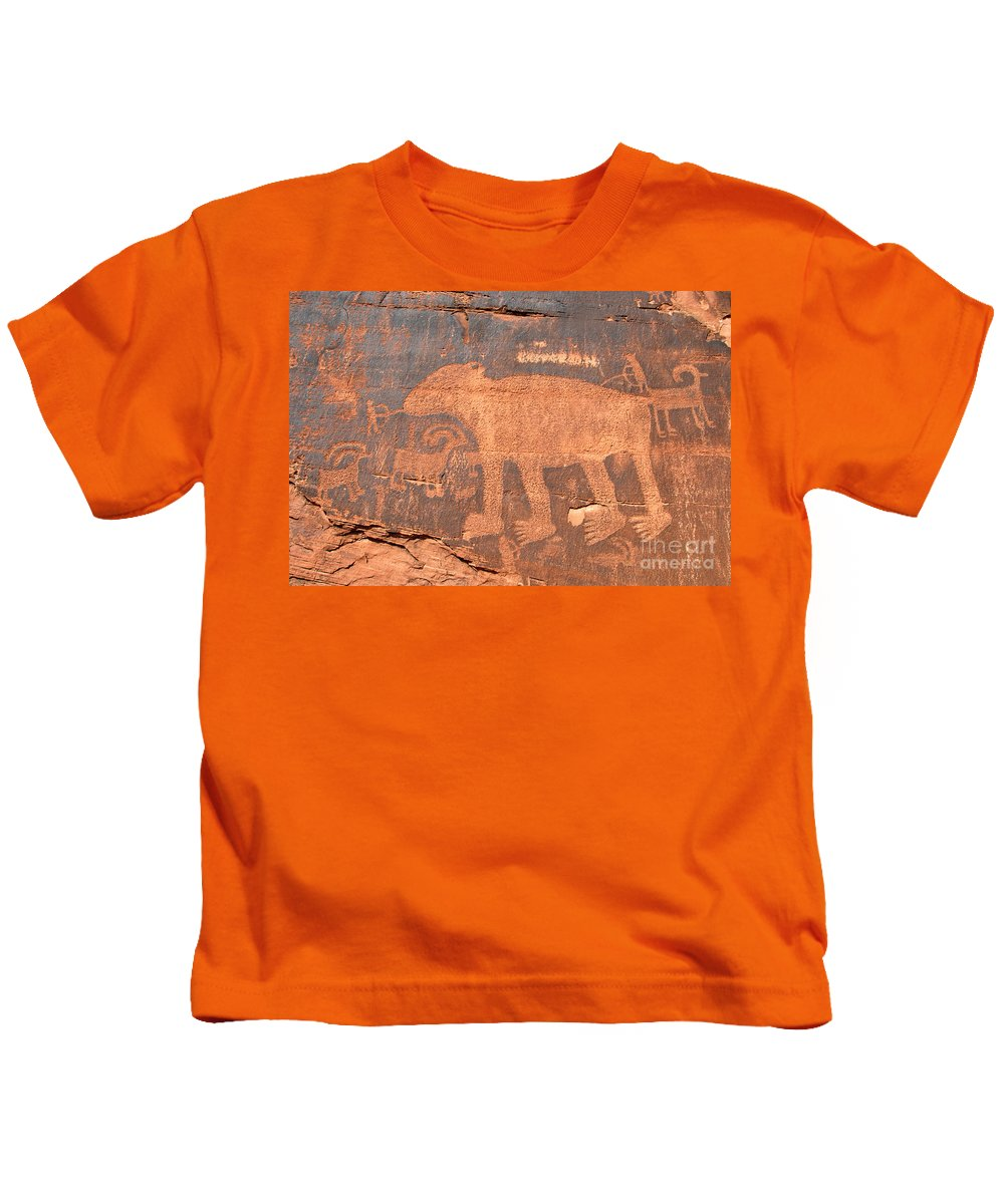 Petroglyph Kids T-Shirt featuring the photograph Big Bear Petroglyph by David Lee Thompson