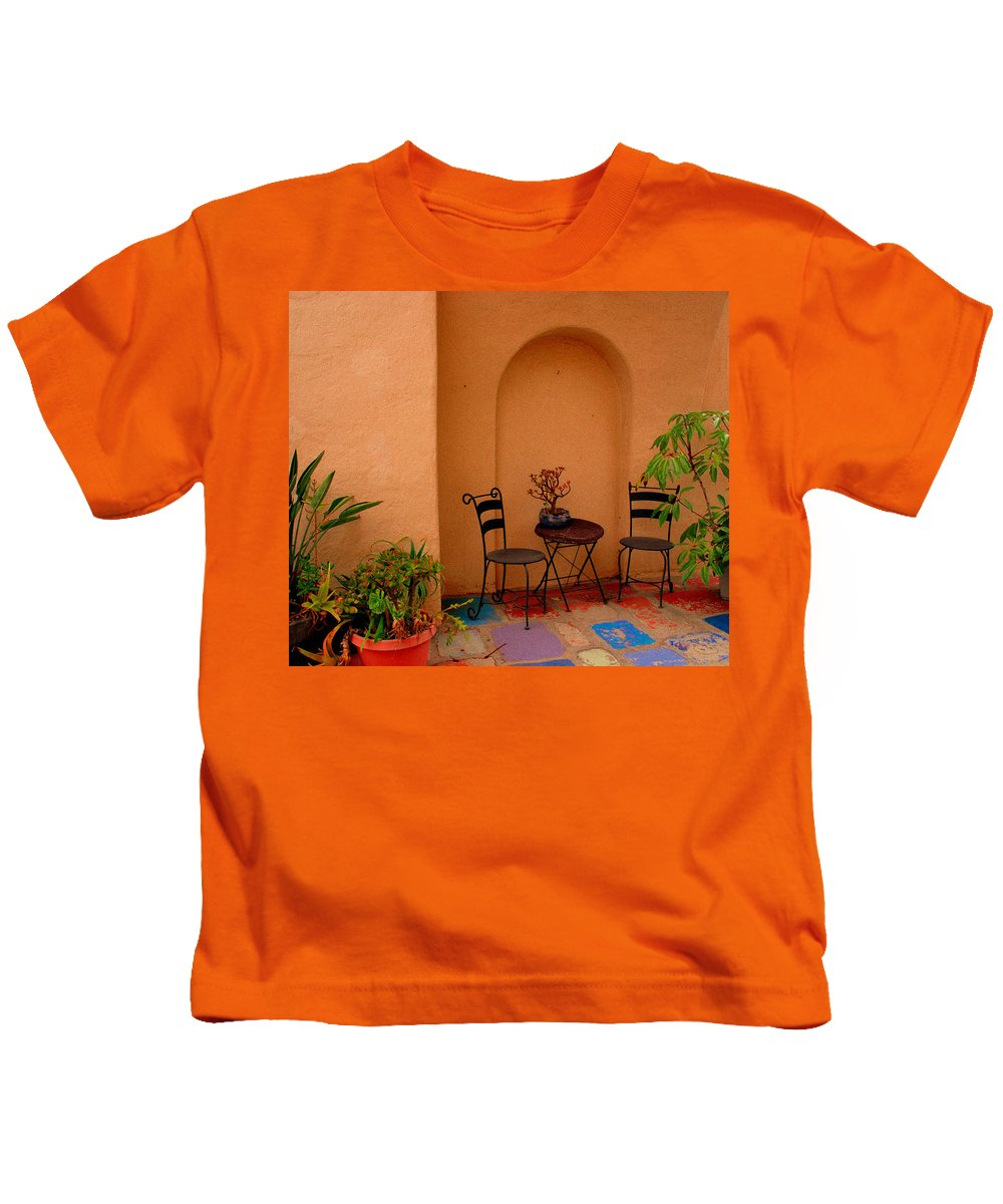 Invitation Kids T-Shirt featuring the photograph Invitation by Susanne Van Hulst