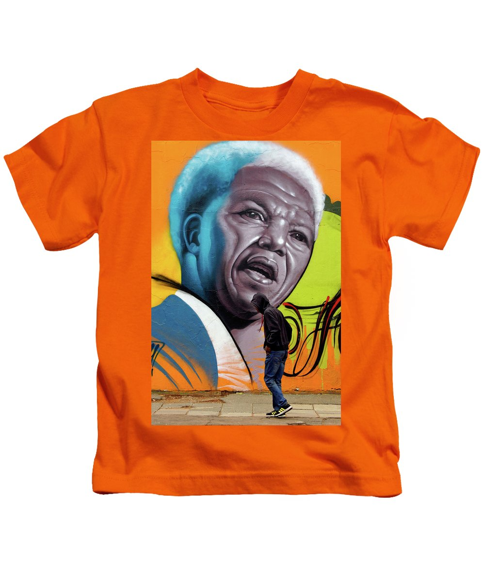 Street Mural Life Kids T-Shirt featuring the photograph Mandela Watching by Suzanne Morshead