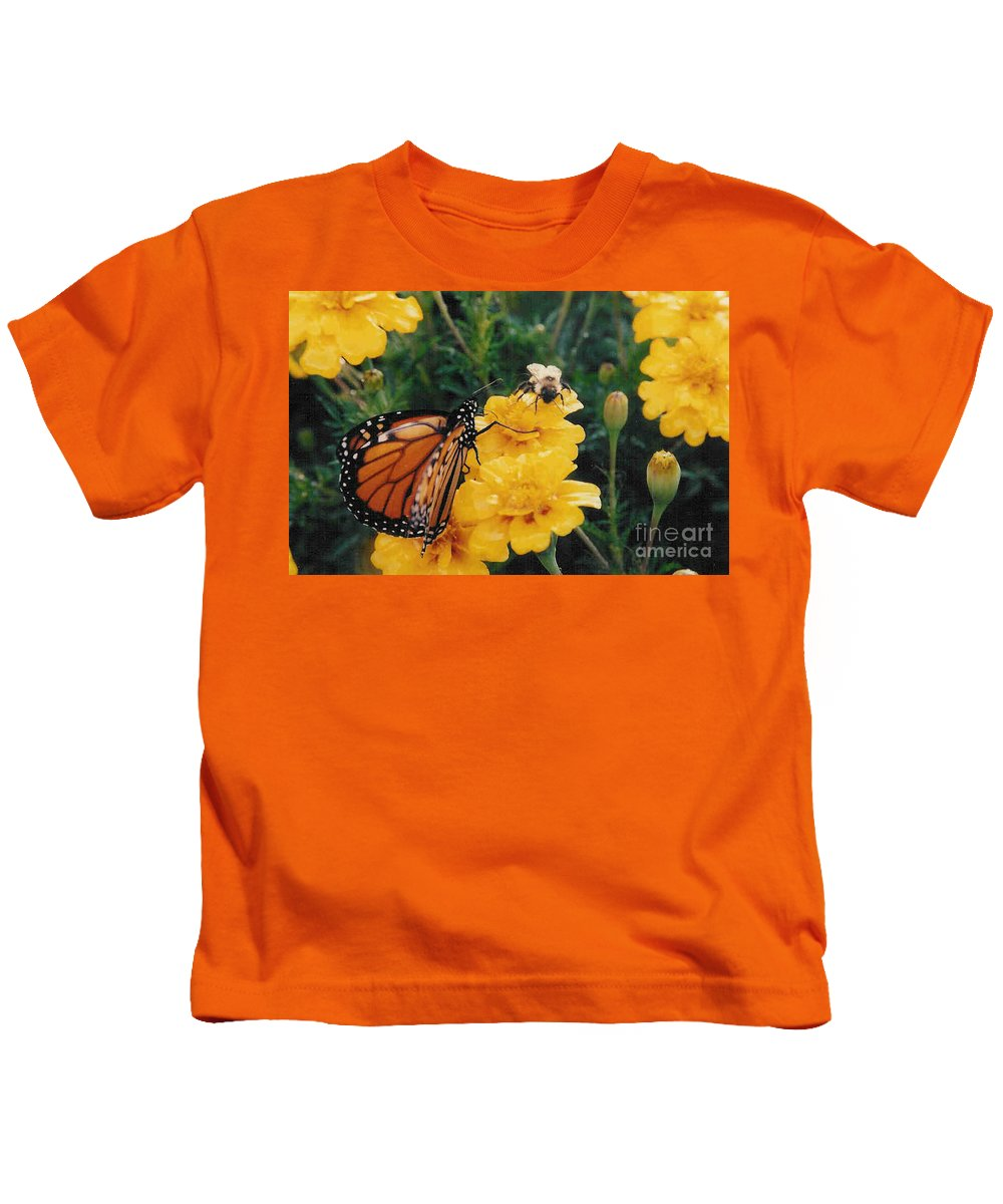Robin Lee Mccarthy Photography Kids T-Shirt featuring the photograph #002 Monarch Bumble Bee Sharing by Robin Lee Mccarthy Photography