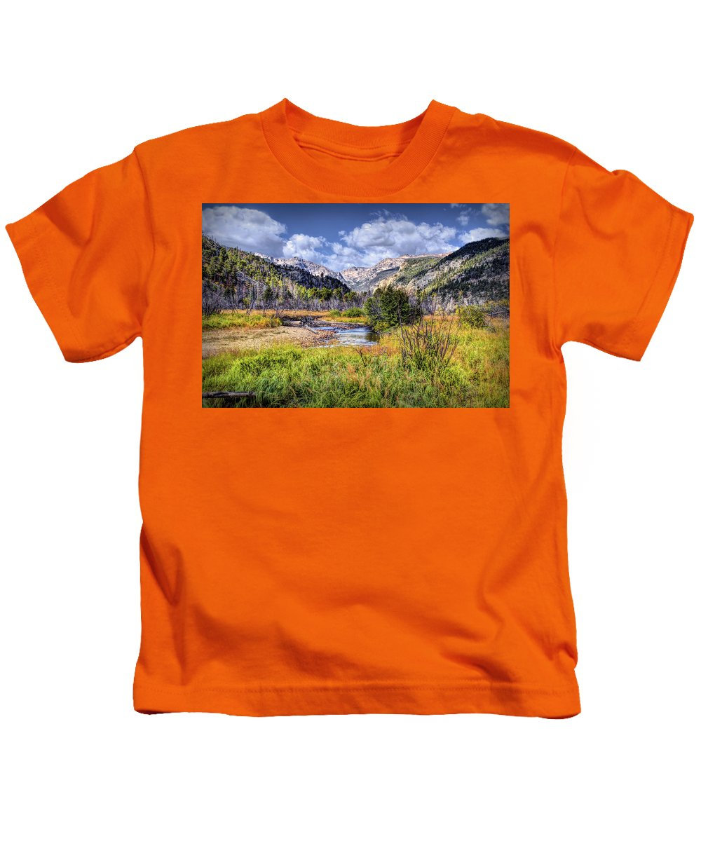 Rocky Mountain National Park Kids T-Shirt featuring the photograph Moraine Park by Lesley Prentice