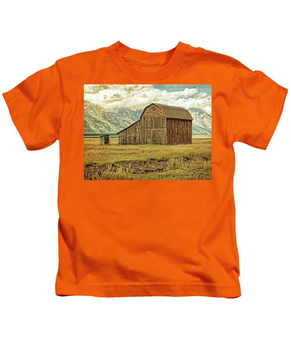 Mormon Row District Kids T-Shirt featuring the photograph Mormon Row Barn No 3 by Sandra Selle Rodriguez