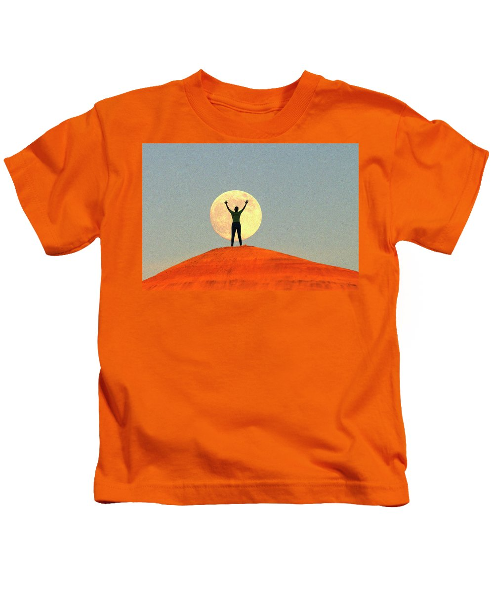 Shoot Kids T-Shirt featuring the photograph Shoot For The Moon by Buddy Mays