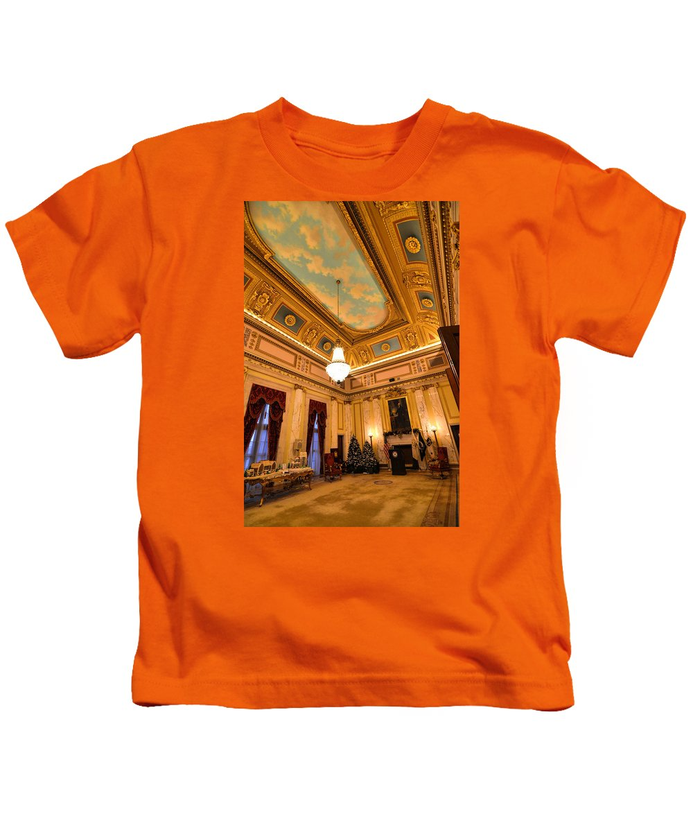 State House Kids T-Shirt featuring the photograph State House Christmas by Melissa Hicks