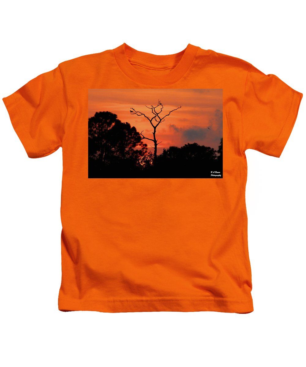 Sunset Kids T-Shirt featuring the photograph Sunken Sun by Barbara Bowen