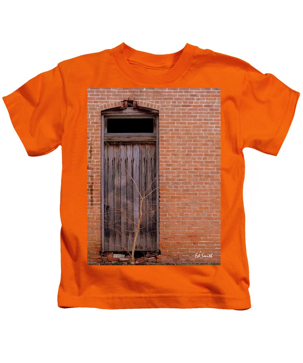 Use Side Entrance Kids T-Shirt featuring the photograph Use Side Entrance by Edward Smith