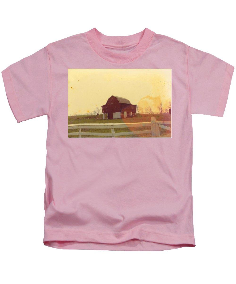 Built On Hillside Kids T-Shirt featuring the photograph Michigan Barn by Robert Floyd