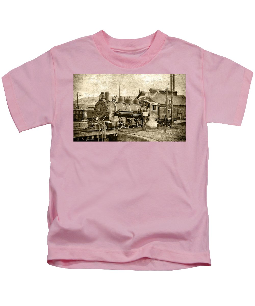 Steam Kids T-Shirt featuring the photograph Locomotive No. 15 In The Yard by Daniel Hagerman