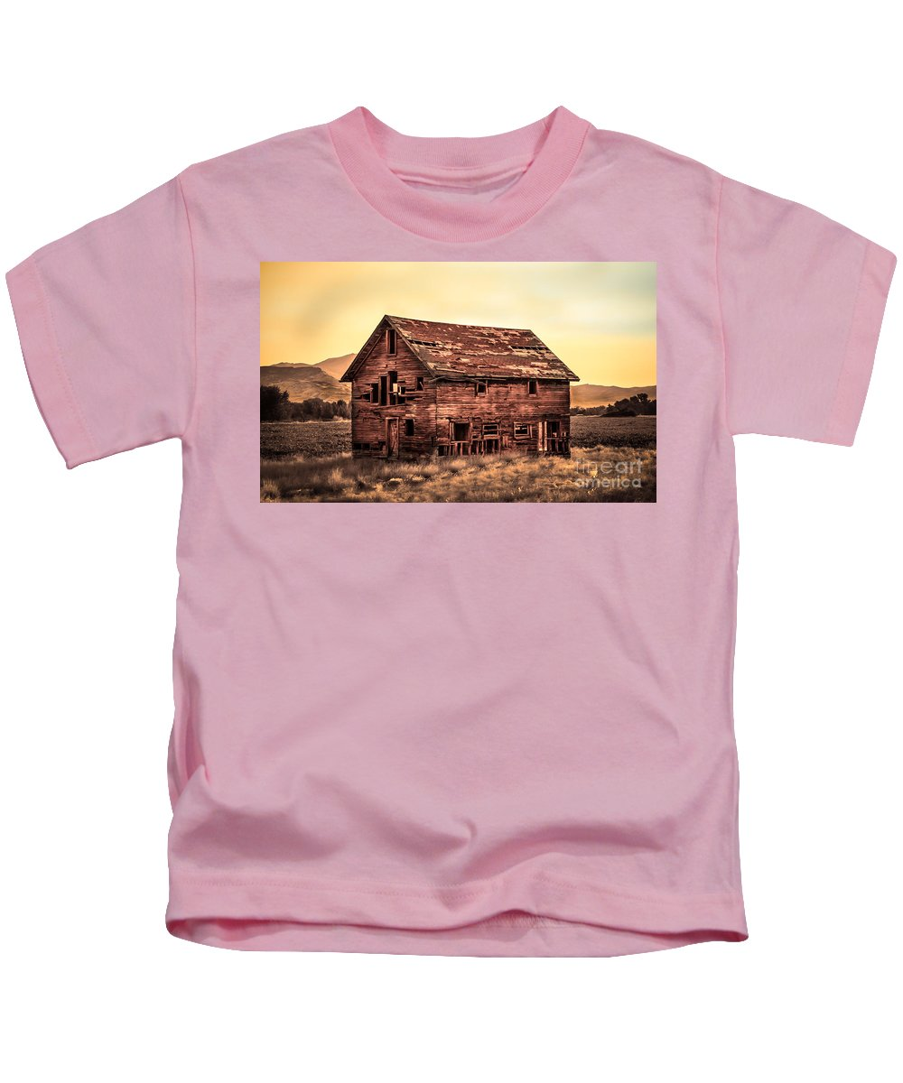 Sunrise Kids T-Shirt featuring the photograph Old Farm House by Robert Bales