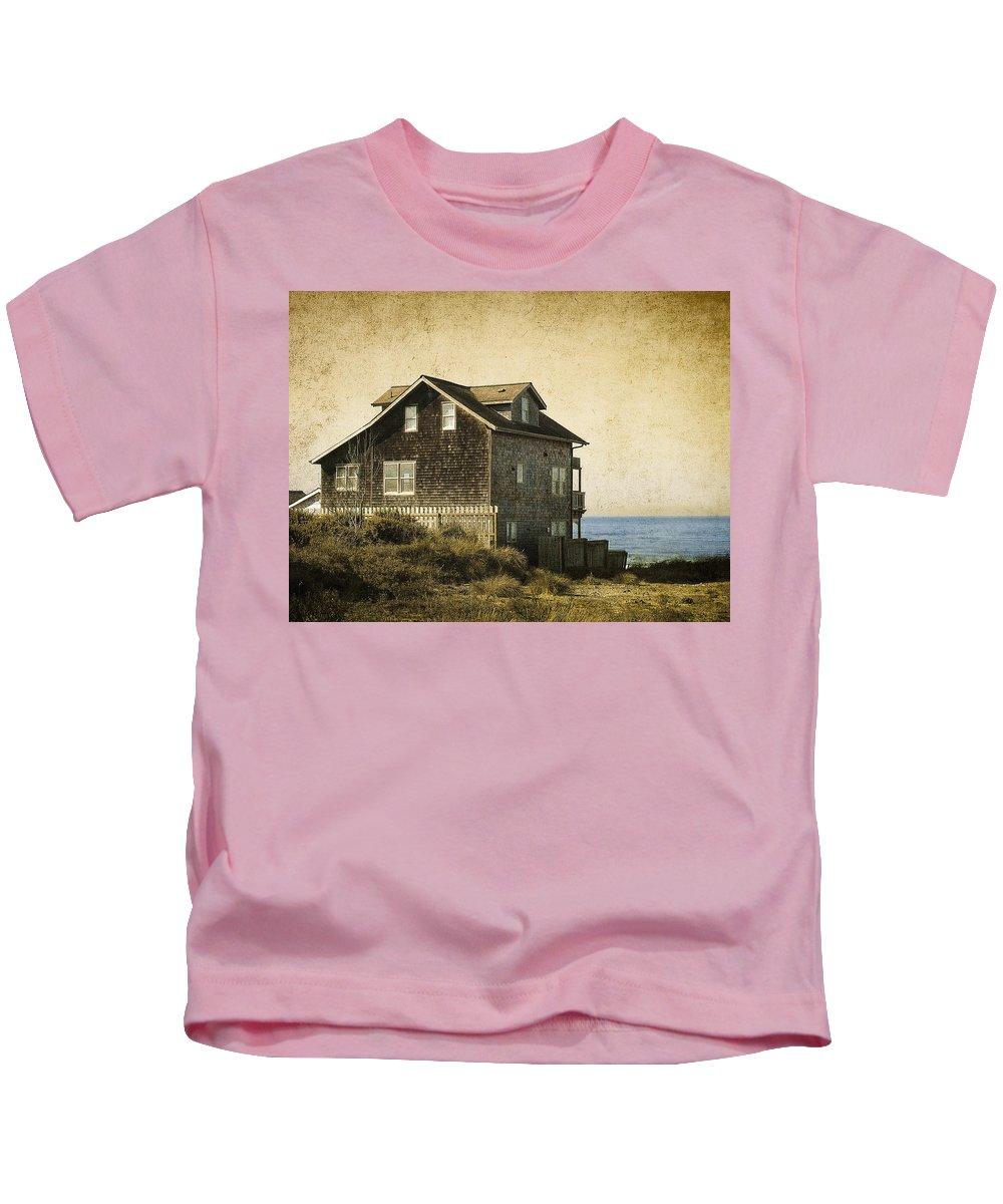 beach Houses Kids T-Shirt featuring the photograph Oregon Coast Beach House by Daniel Hagerman