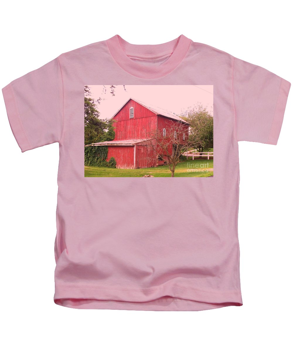 Pennsylvania Kids T-Shirt featuring the photograph Pennsylvania Barn Cira 1700 by Eric Schiabor