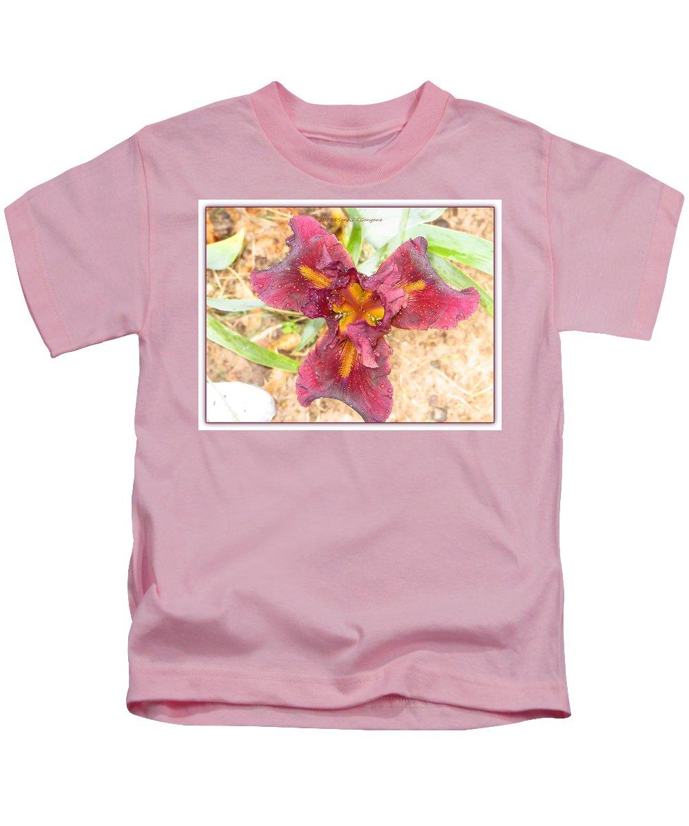 Macro Kids T-Shirt featuring the photograph Tristar Iris by Sonali Gangane