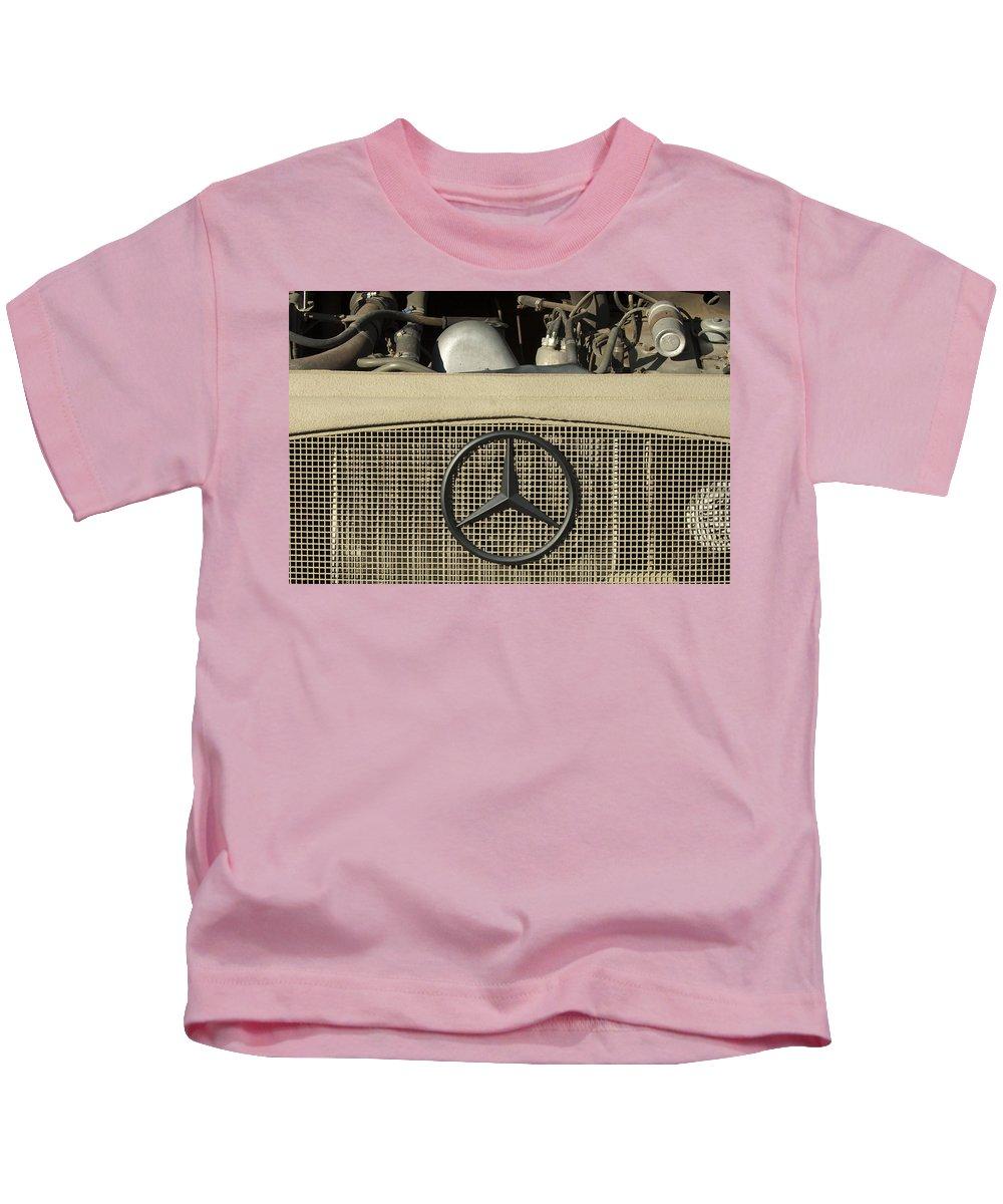 Daimler-benz A-g Kids T-Shirt featuring the photograph Daimler-benz A-g Hood Emblem by Jill Reger