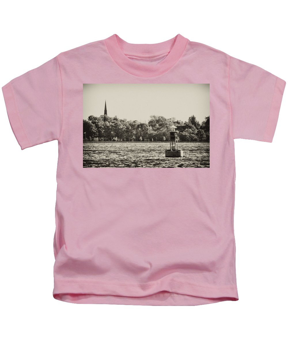 River Kids T-Shirt featuring the photograph The Delaware River At Bristol by Bill Cannon