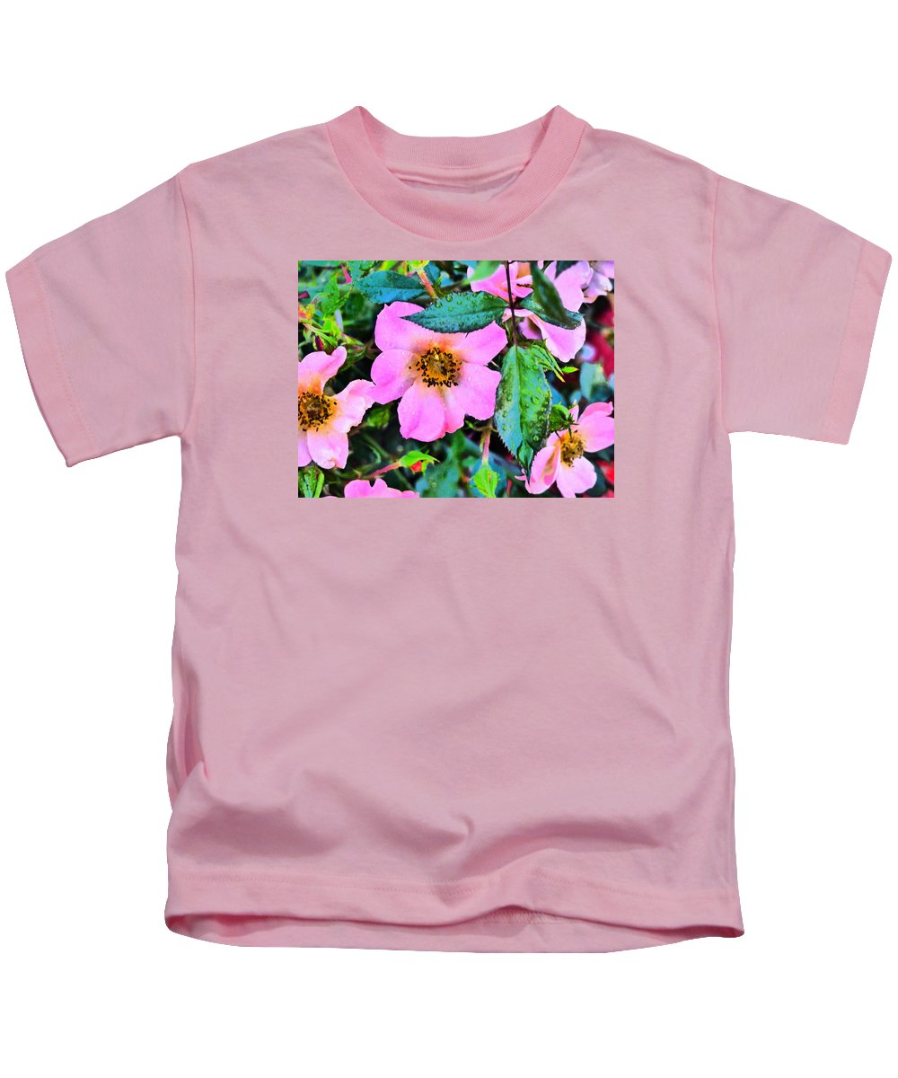 Flower Garden Idaho Photography Kids T-Shirt featuring the photograph Downtown Train by Paul Stanner