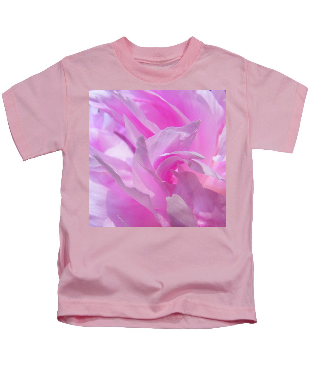 Flower Kids T-Shirt featuring the photograph Catch The Wave by Ed Smith