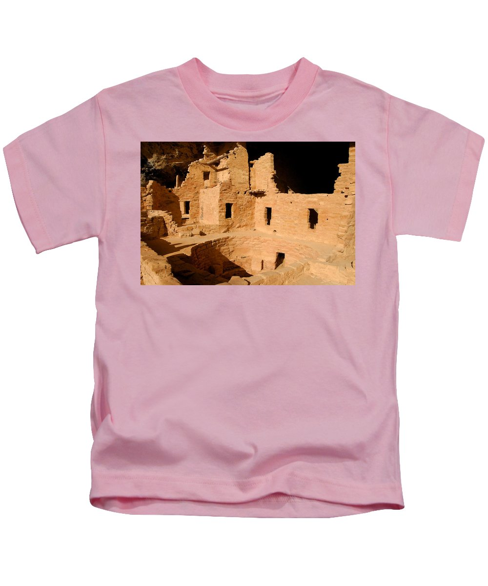 Mesa Verde National Park Kids T-Shirt featuring the painting Place Of The Old Ones by David Lee Thompson