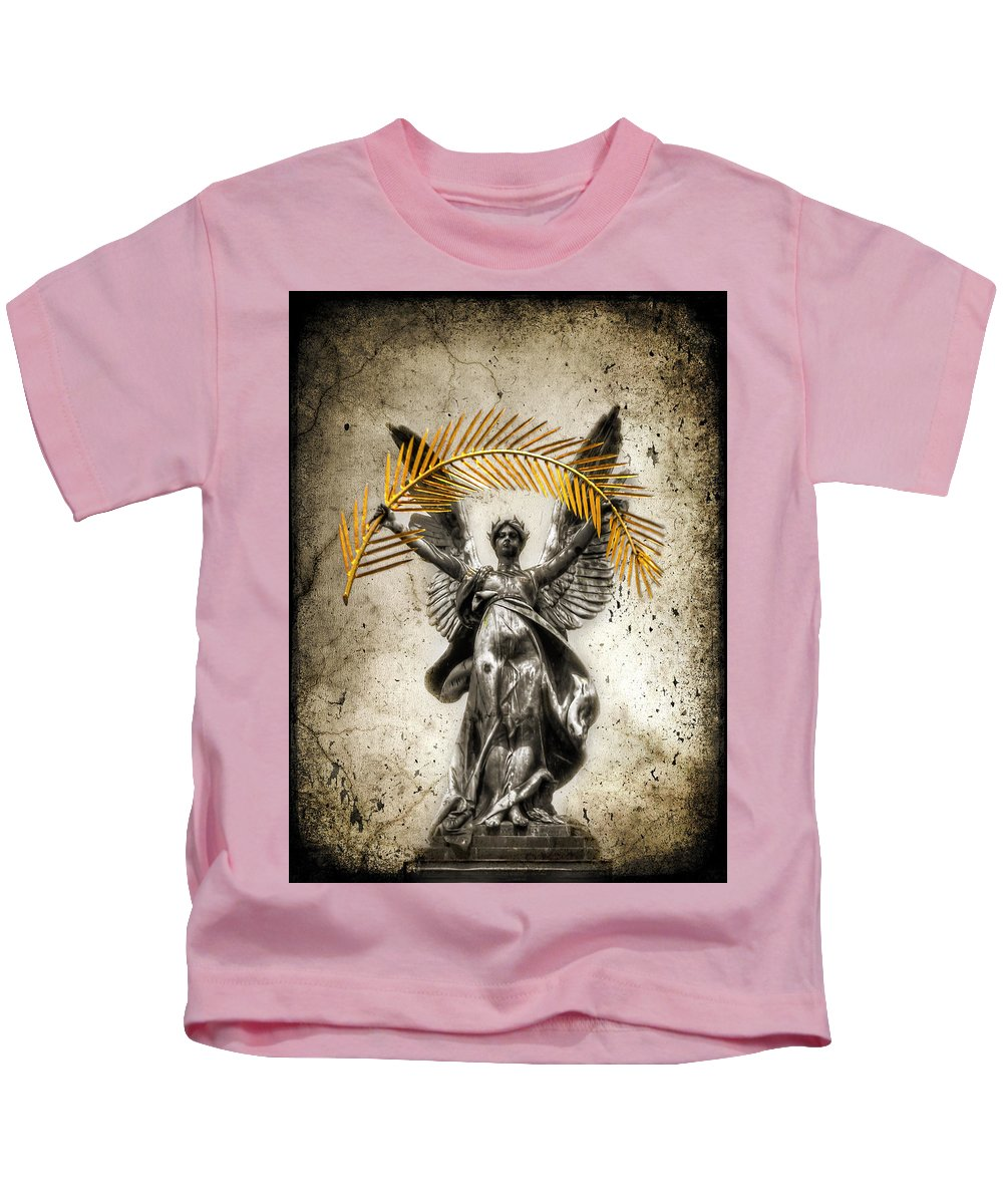 City Kids T-Shirt featuring the photograph The Muse by Evelina Kremsdorf