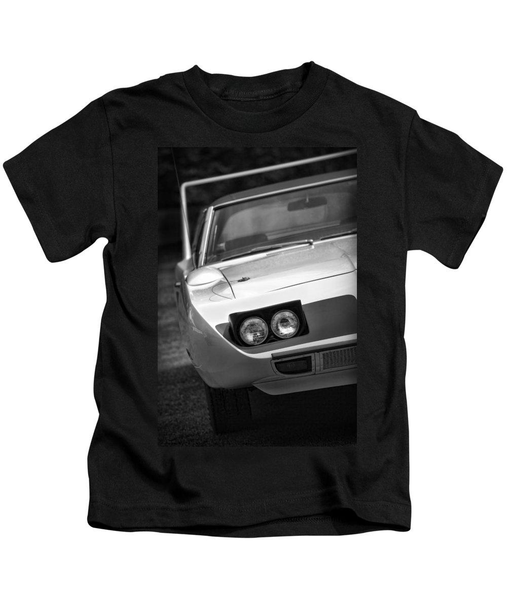 1970 Kids T-Shirt featuring the photograph 1970 Plymouth Road Runner Superbird by Gordon Dean II