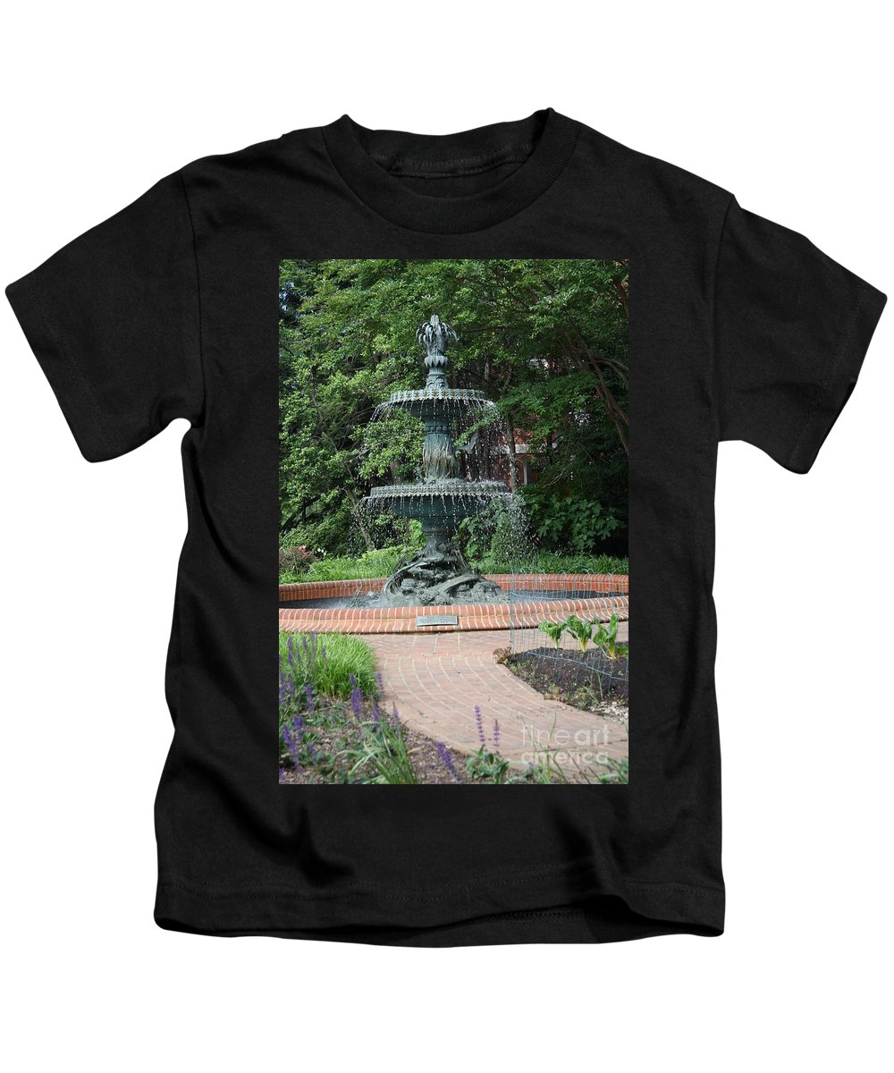 Fountain Kids T-Shirt featuring the photograph Bronze Fountain Annapolis by Christiane Schulze Art And Photography