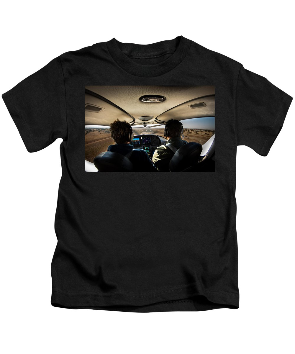 Cirrus Sr22 Kids T-Shirt featuring the photograph Coming In To Land by Paul Job