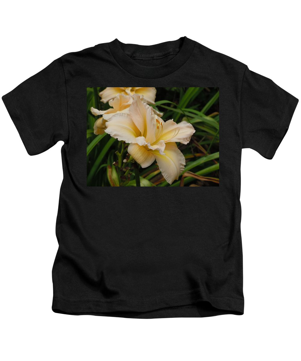 Daylily Kids T-Shirt featuring the photograph Daylily Study II by Jean Blackmer