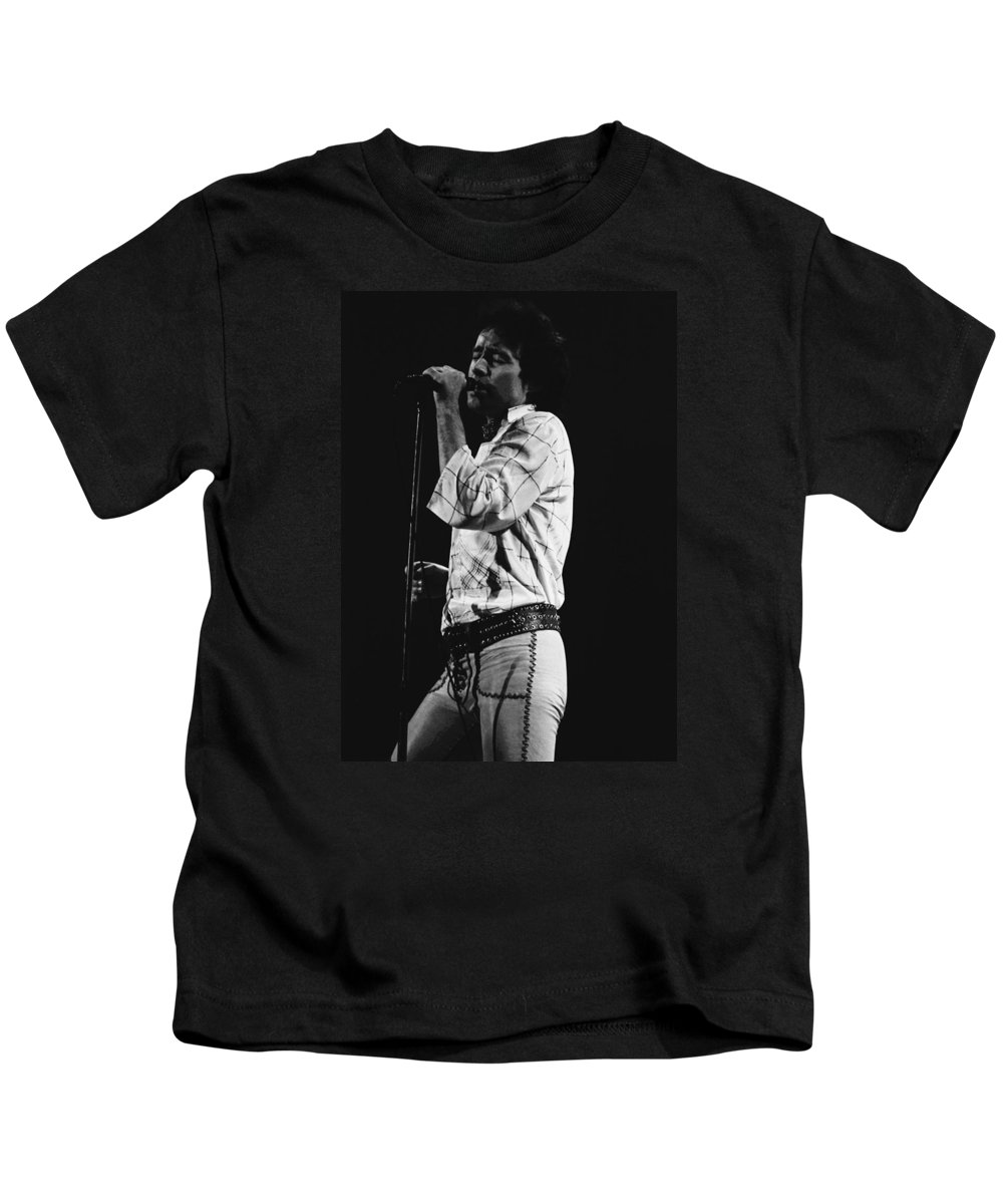 Paul Rodgers Kids T-Shirt featuring the photograph Paul Singing In Spokane 1977 by Ben Upham