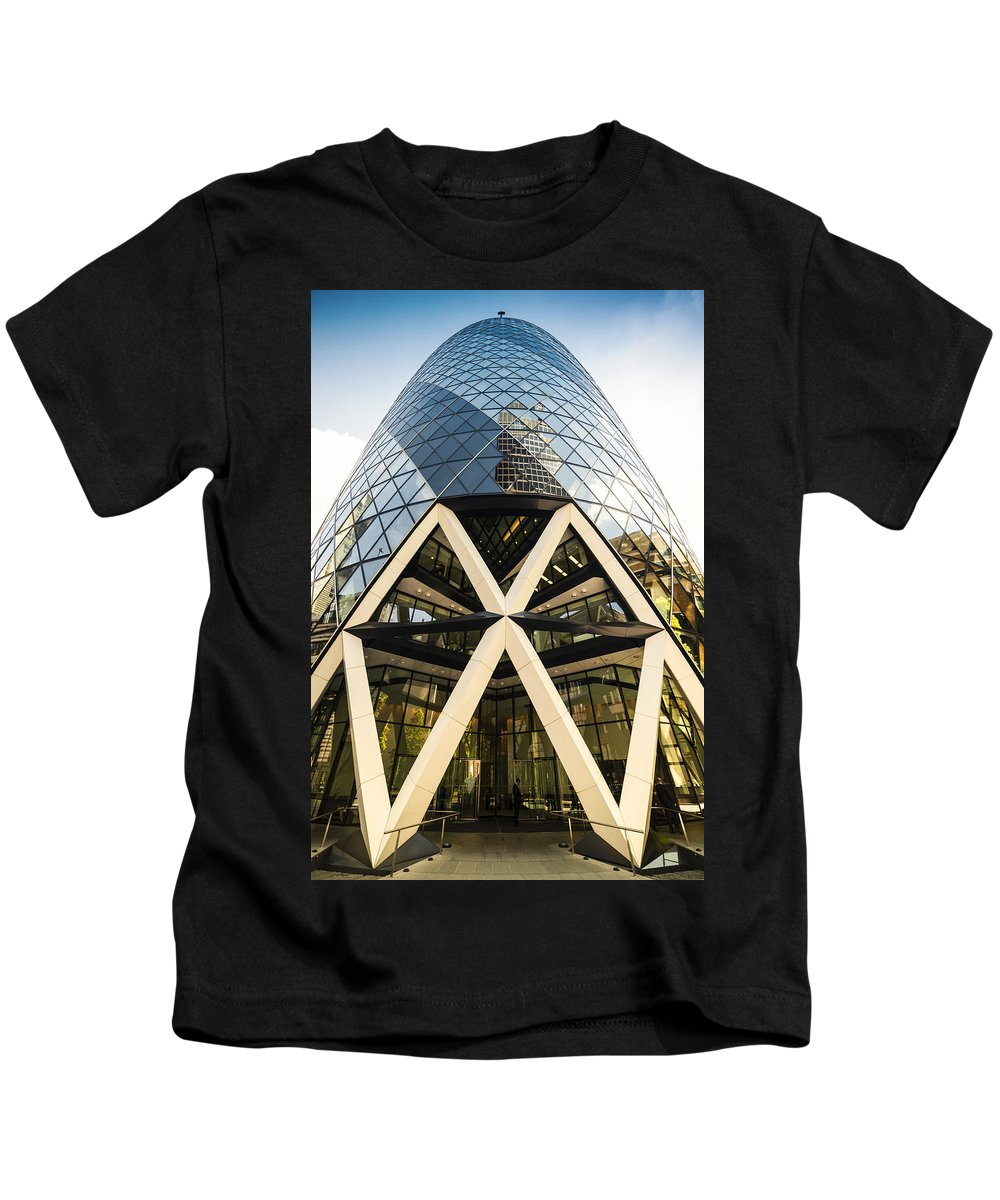 Swiss Re Tower Kids T-Shirt featuring the photograph Swiss Re Tower In London by Chevy Fleet