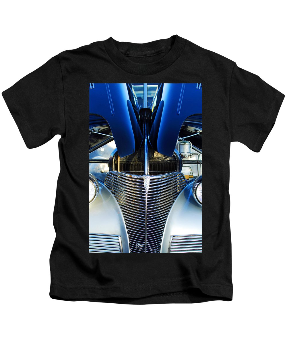 1939 Chevrolet Coupe Grille Kids T-Shirt featuring the photograph 1939 Chevrolet Coupe Grille -115c by Jill Reger