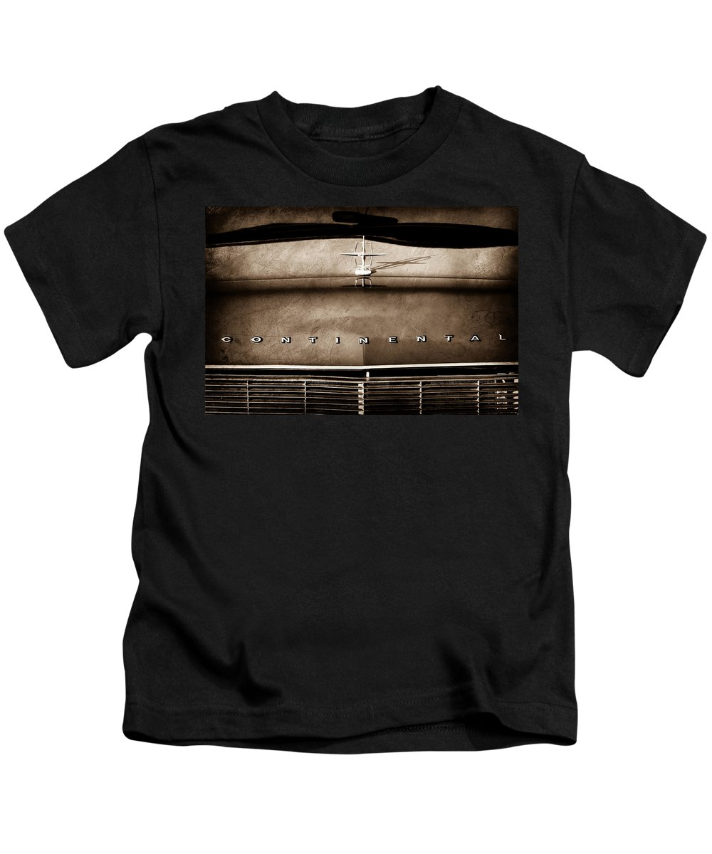 1967 Lincoln Continental Hood Ornament Kids T-Shirt featuring the photograph 1967 Lincoln Continental Hood Ornament - Emblem by Jill Reger