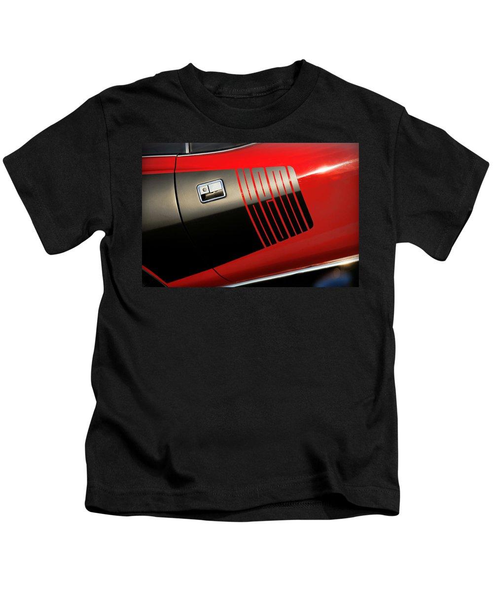 Red Kids T-Shirt featuring the photograph 1971 Hemi 'cuda by Gordon Dean II