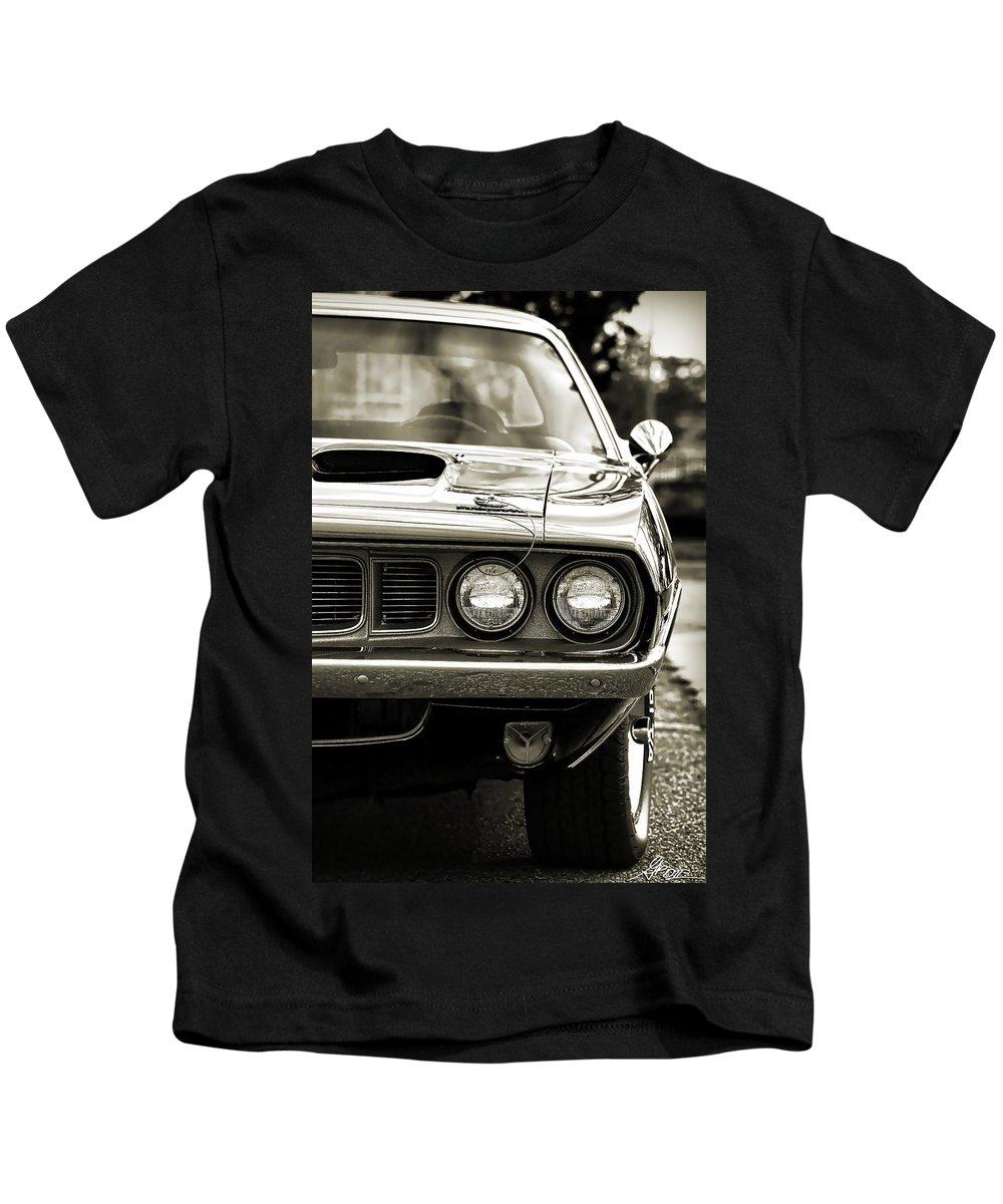 Plum Kids T-Shirt featuring the photograph 1971 Plymouth Cuda 383 by Gordon Dean II