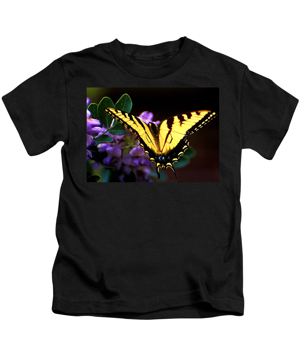 Butterflies Kids T-Shirt featuring the photograph Monarch On Mountain Laurel by Jim Smith