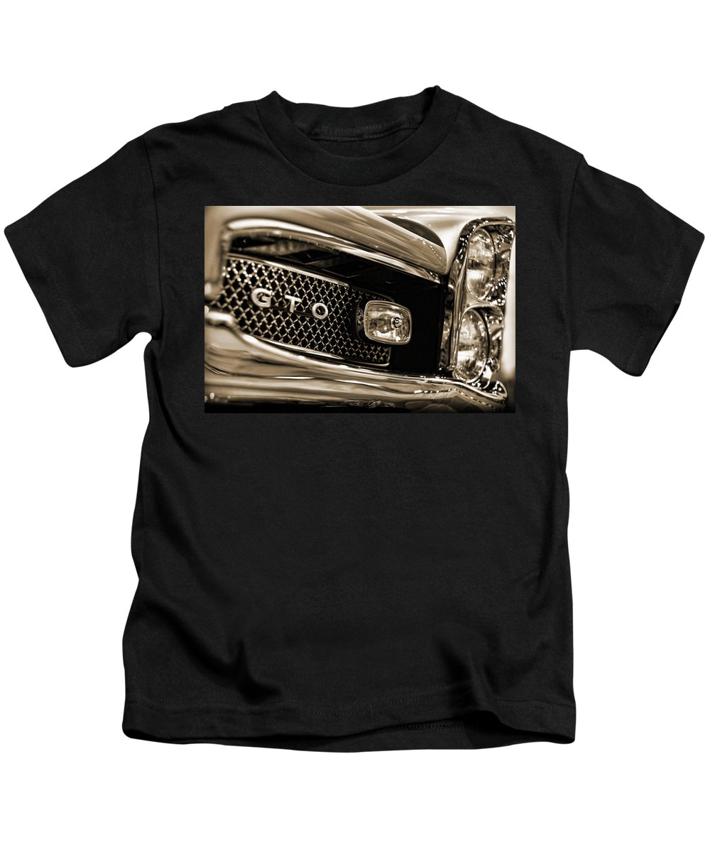 1964 Kids T-Shirt featuring the photograph 1967 Pontiac Gto by Gordon Dean II