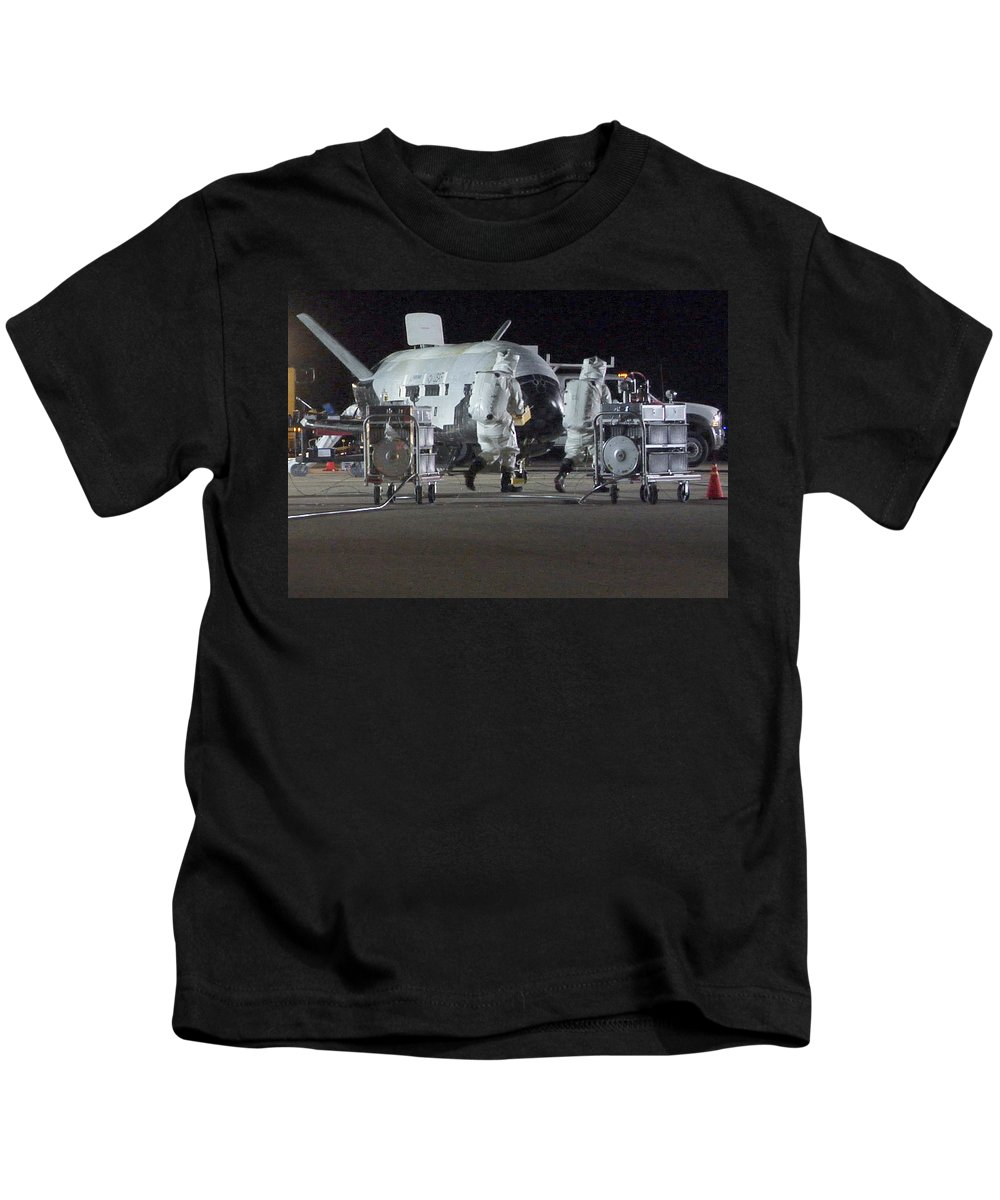 Astronomy Kids T-Shirt featuring the photograph X-37b Orbital Test Vehicle, Post-landing by Science Source