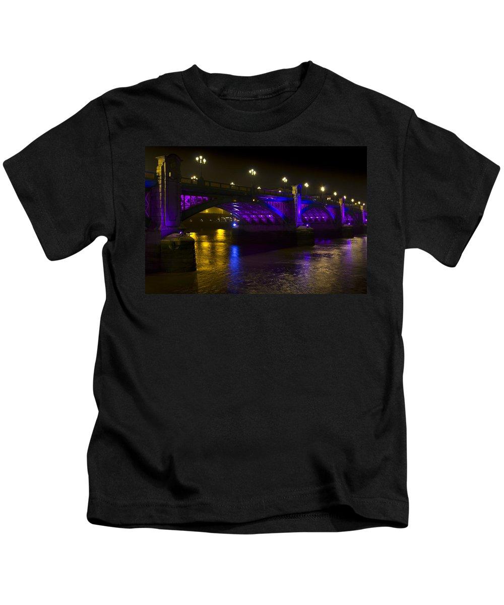 Southwark Kids T-Shirt featuring the photograph Southwark Bridge London by David Pyatt