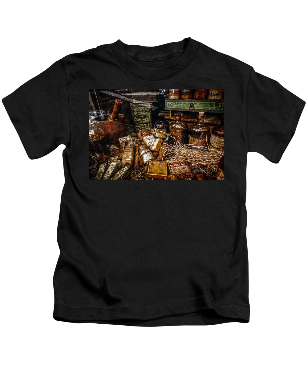 Nawlins Kids T-Shirt featuring the photograph Apothecary by Melinda Ledsome