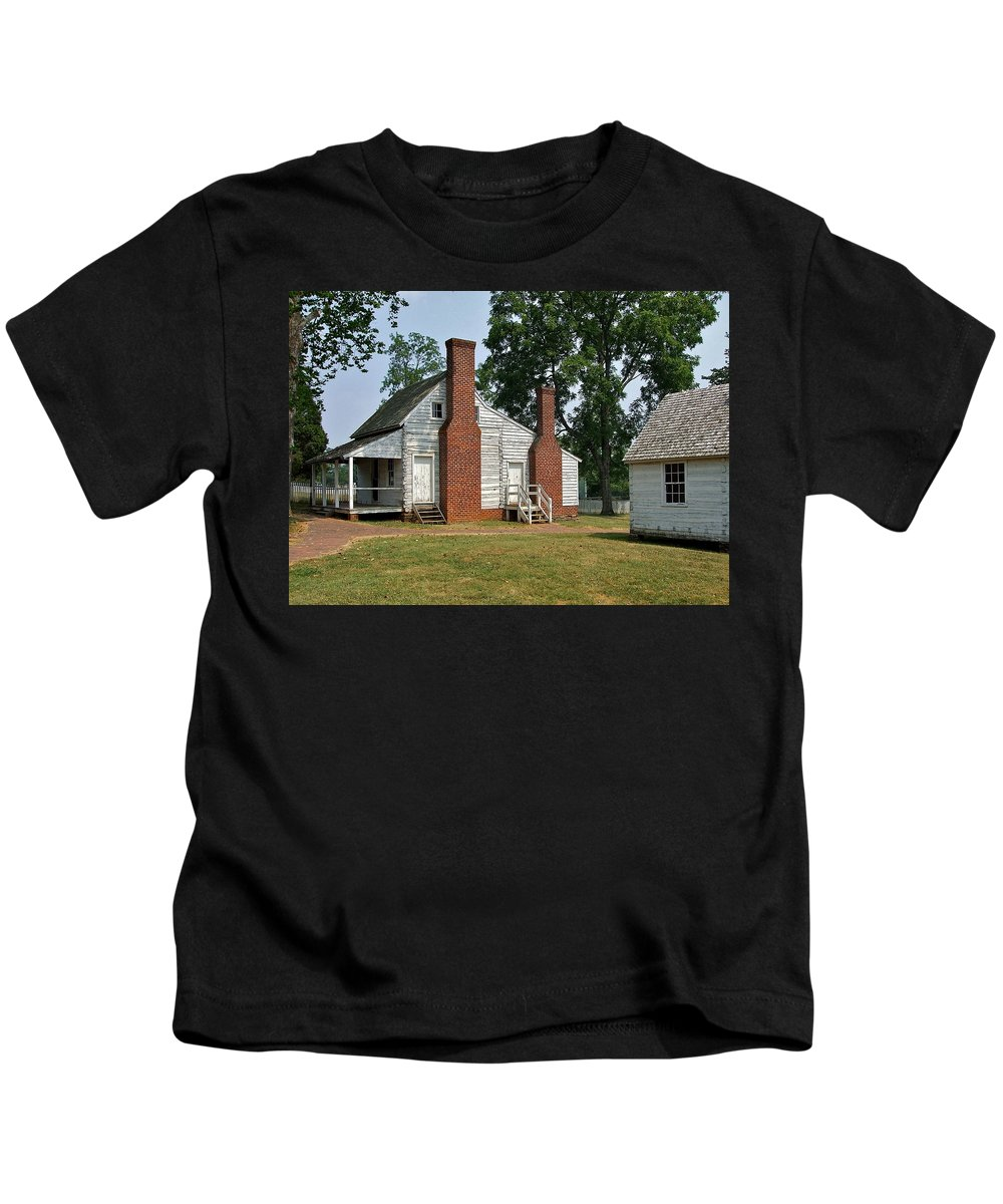 Lee And Grant Kids T-Shirt featuring the photograph At Appomattox by Susan Wyman