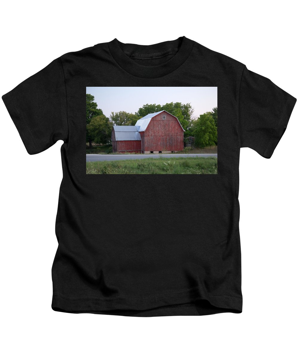 Michigan Kids T-Shirt featuring the photograph Barn On The Road by Linda Kerkau