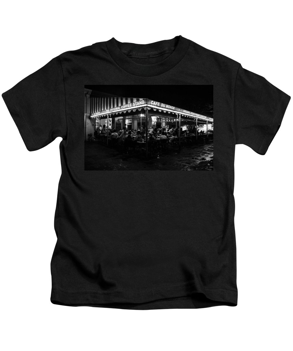 New Orleans Kids T-Shirt featuring the photograph Cafe Du Monde by Jeff Mize