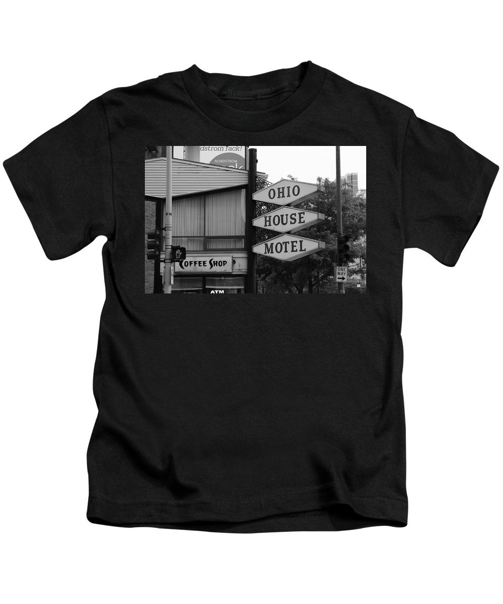 America Kids T-Shirt featuring the photograph Chicago Motel by Frank Romeo