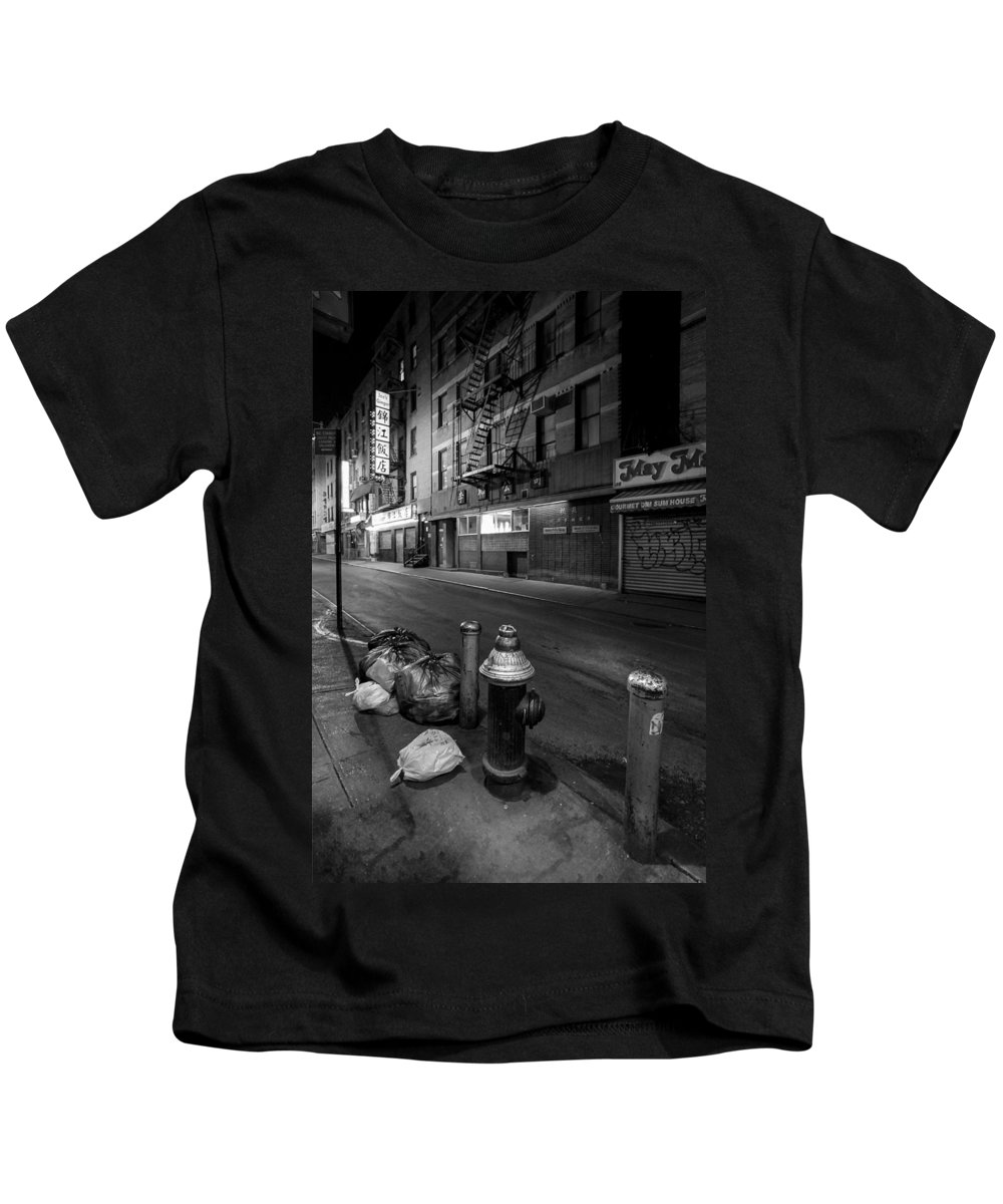 Chinatown Kids T-Shirt featuring the photograph Chinatown New York City - Joe's Ginger On Pell Street by Gary Heller