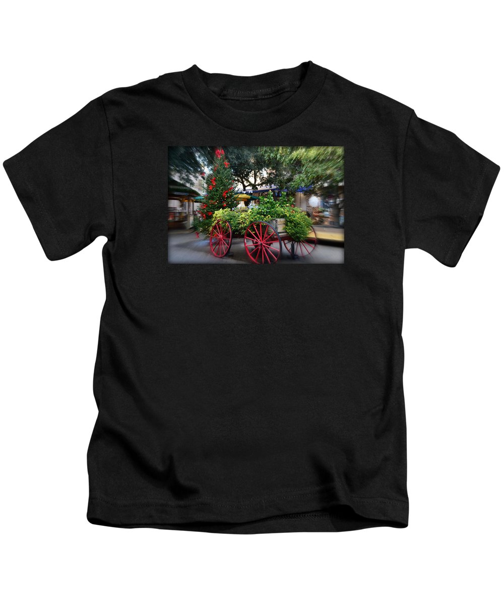 City Kids T-Shirt featuring the photograph City Market At Christmas by Linda Covino
