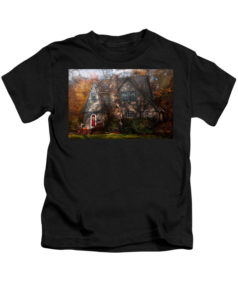 Cottage Kids T-Shirt featuring the photograph Cottage - Cranford Nj - Autumn Cottage by Mike Savad