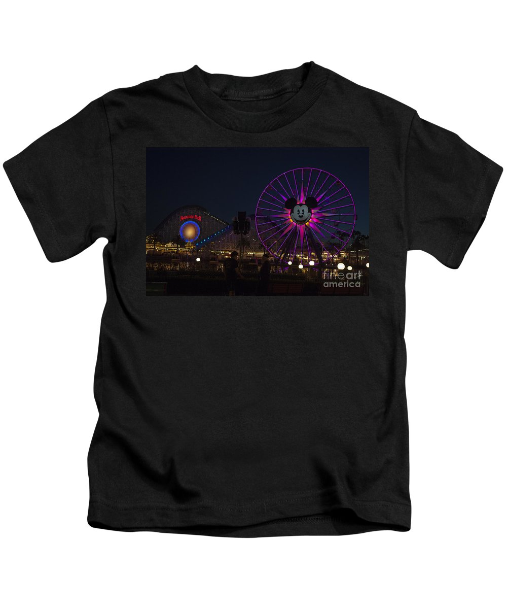 Disneyland Kids T-Shirt featuring the photograph Disneyland Ferris Wheel At Dark by Jason O Watson