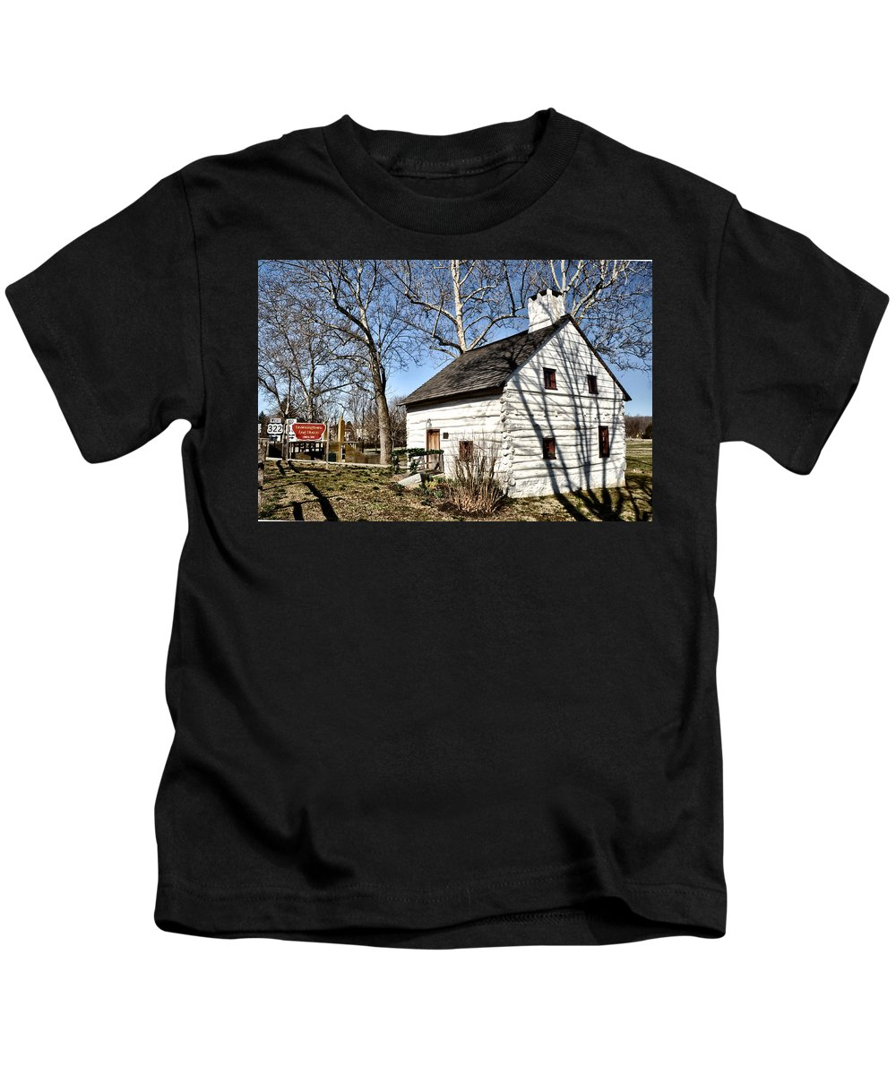 Downingtown Kids T-Shirt featuring the photograph Downingtown Log House 1701 by Bill Cannon